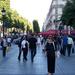 Ott állok a Champs Elysées-n