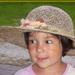 Szalmakalapos kislány