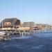Cölöpökön álló üdülőtelep a befagyott Fertő tón